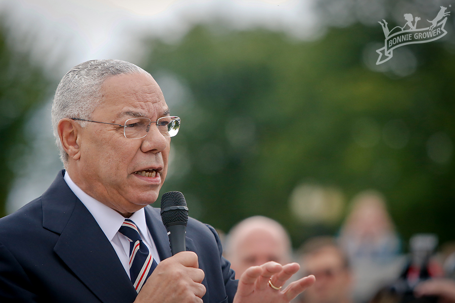 Colin Powell Welcoming the veterans